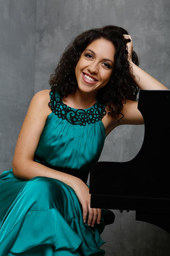 Beatrice Rana (source: www.beatriceranapiano.com; © Marie Staggat)