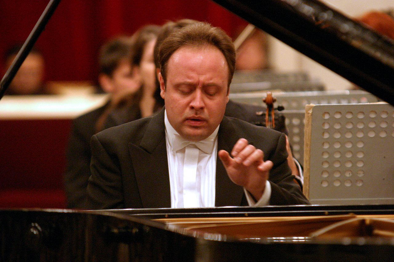 Alexander Ghindin (source: www.alexanderghindin.com)