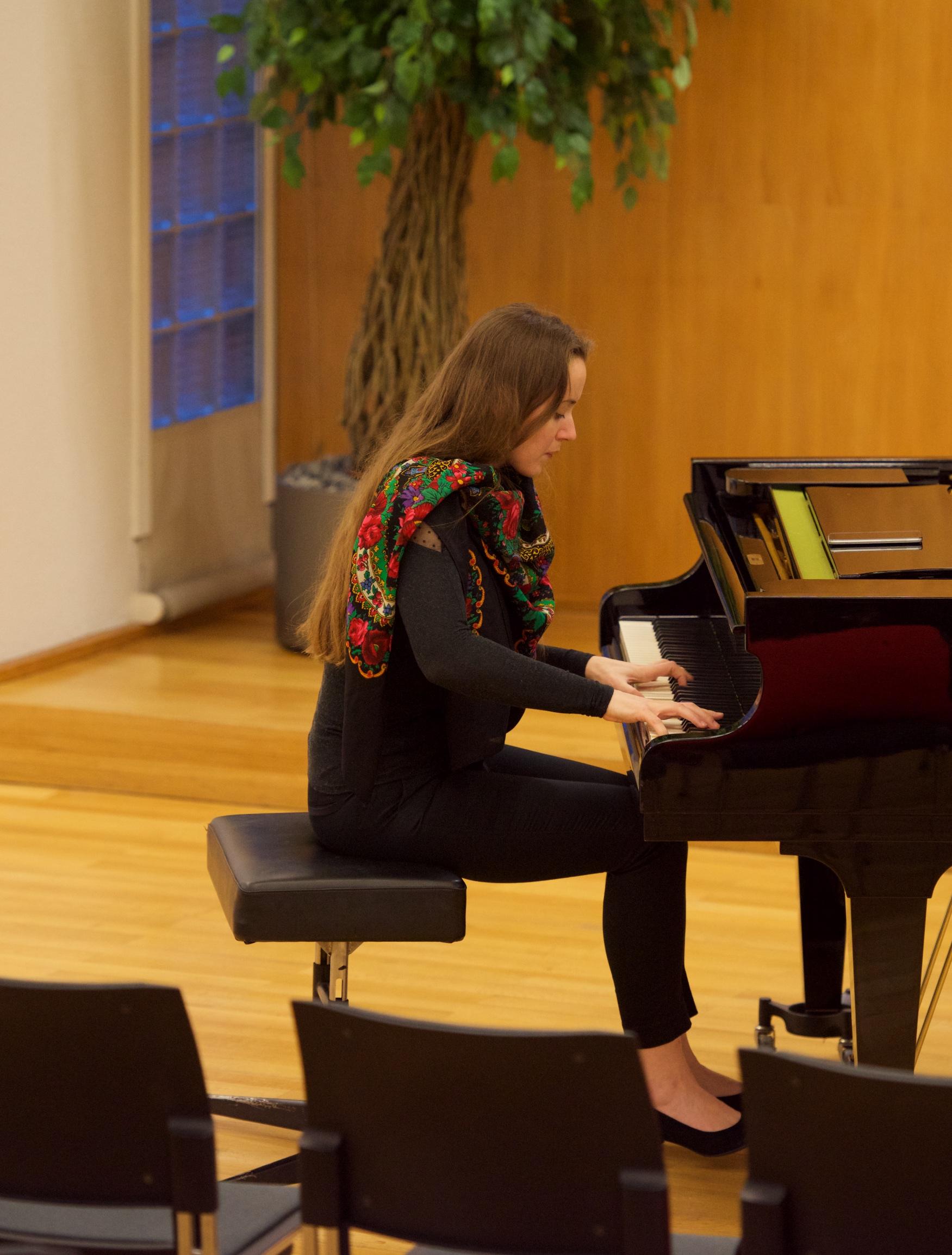 Oxana Shevchenko, rehearsing @ Gemeinderatssaal, Uster ZH, 2017-02-02 (© Rolf Kyburz)